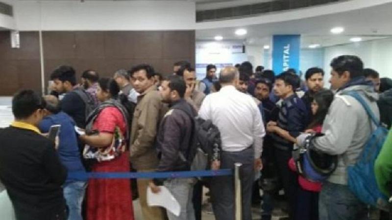 ਯੈੱਸ ਬੈਂਕ 'ਤੇ RBI ਦੀ ਪਾਬੰਦੀ ਤੋਂ ਬਾਅਦ ਚਿੰਤਾ 'ਚ ਗਾਹਕ, ATM 'ਤੇ ਲੱਗੀਆਂ ਲਾਈਨਾਂ